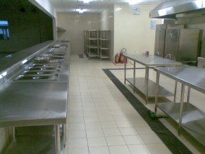 chậu rửa và bàn bếp nhà hàng